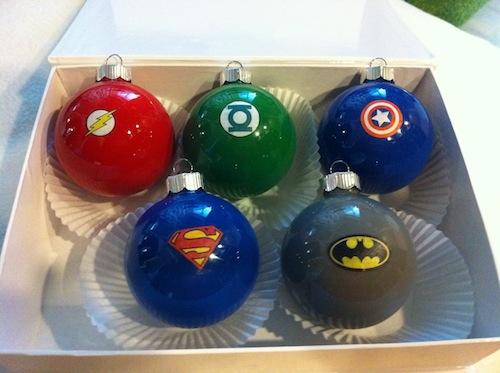 DIY Des boules de Noël super héros