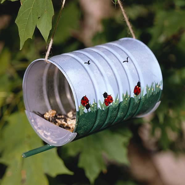 DIY fabriquer une mangeoire pour les oiseaux avec une conserve