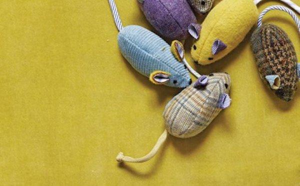 moi je fais diy des jouets pour le chat les petites souris. Black Bedroom Furniture Sets. Home Design Ideas