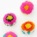 Des pompons : les fleurs