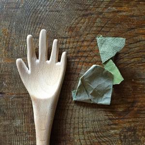 cuillère en forme de main