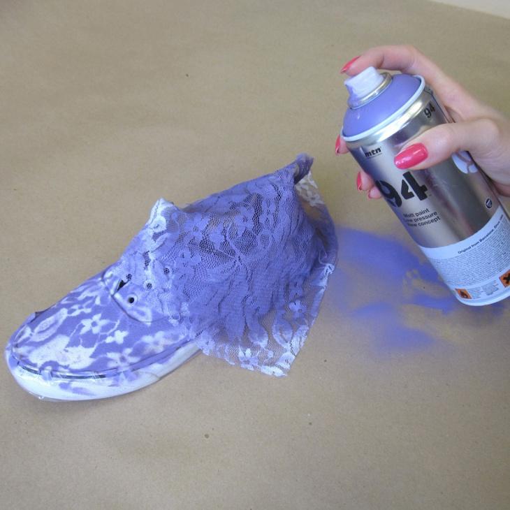 Customiser ses chaussures en toile - Comment cirer des chaussures ...