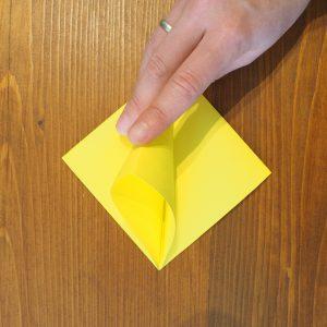 pliage papier fleur lys