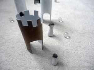 jeu de billes avec rouleaux de papier toilette