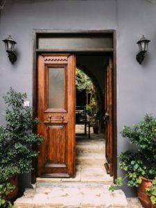 porte d'entrée en bois